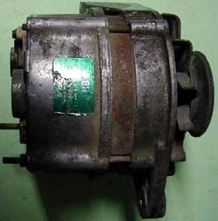 Alternátor BOSCH (starý variant na max. prúd 45 Ampérov).
