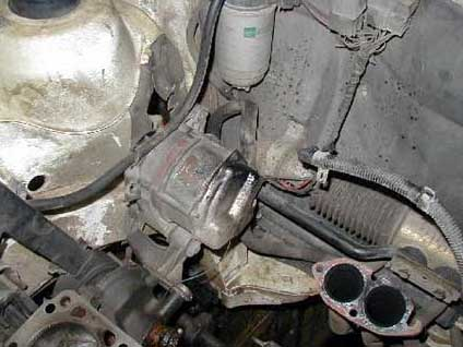 Alternátor BOSCH na aute Kadett s motorom 1,7 Diesel.